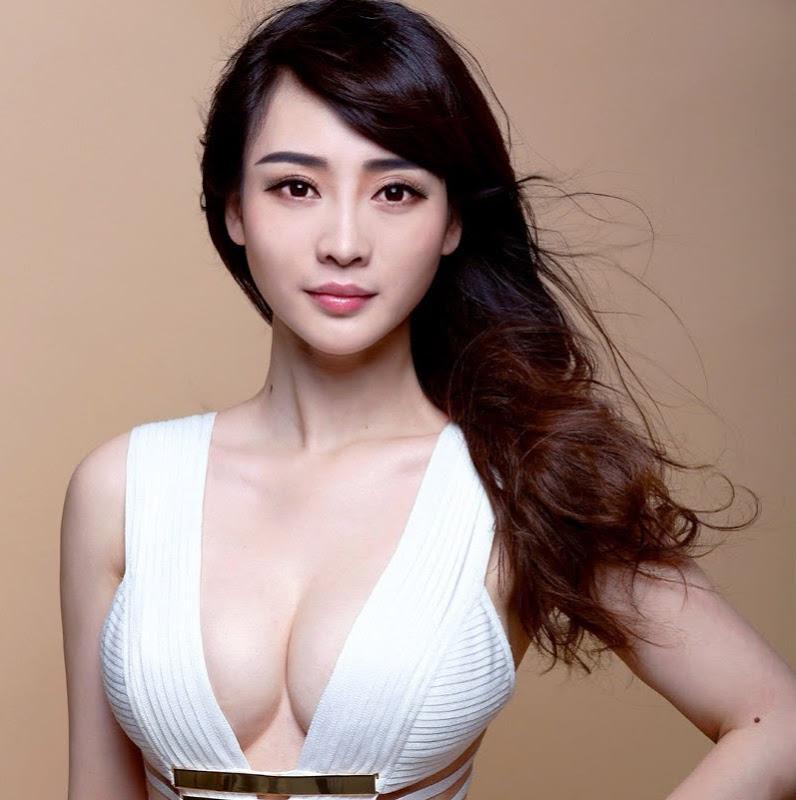 Ngực đẹp sexy sau phẫu thuật nâng ngực nội soi