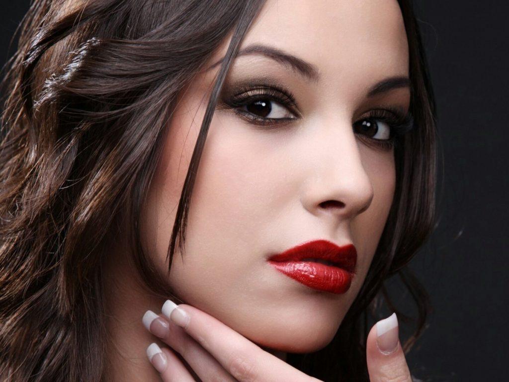 Ưu và nhược điểm phun môi Collagen