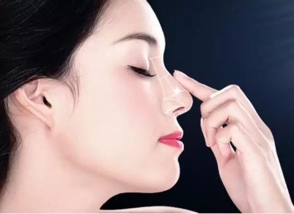Thực hiện phẫu thuật nâng mũi để có dáng mũi đẹp mong muốn
