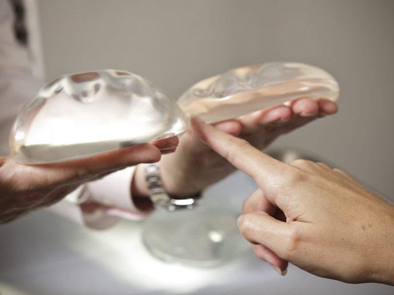 Túi hình tròn và giọt nước đang được sử dụng trong nâng ngực