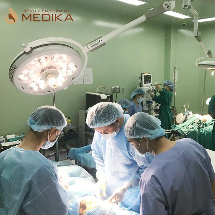 Sở hữu đội ngũ bác sĩ trình độ chuyên sâu về phẫu thuật chỉnh hình mũi