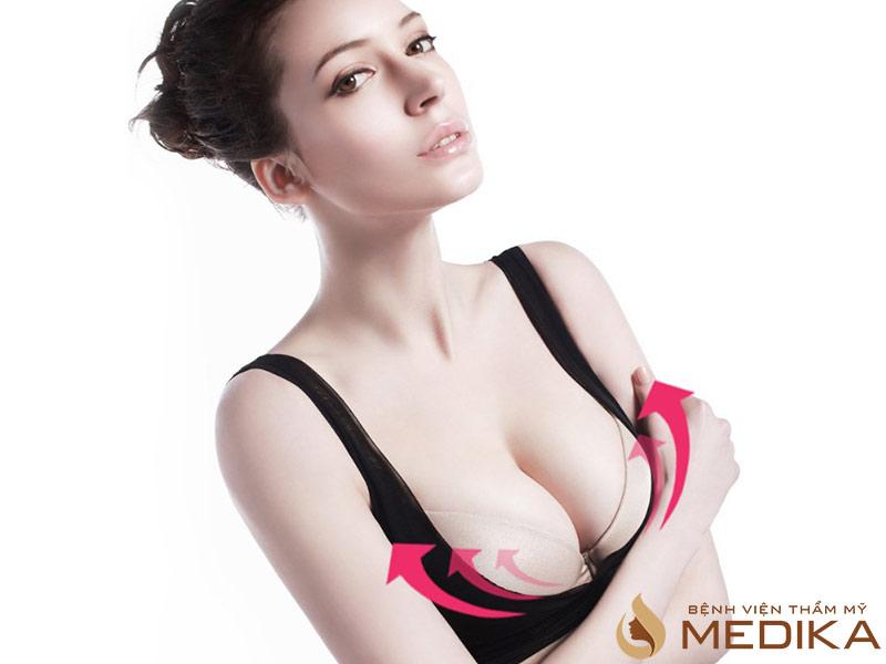 Mặc áo ngực giúp cải thiện vòng 1
