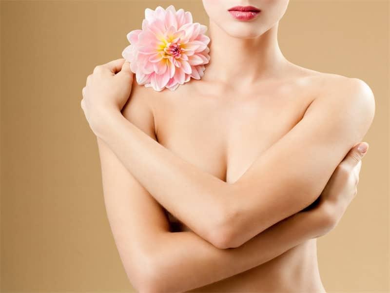 Làm hồng nhũ hoa bằng Laser có hại không?