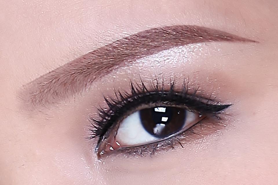 Bí quyết phun mí mắt cho đôi mắt đẹp tự nhiên