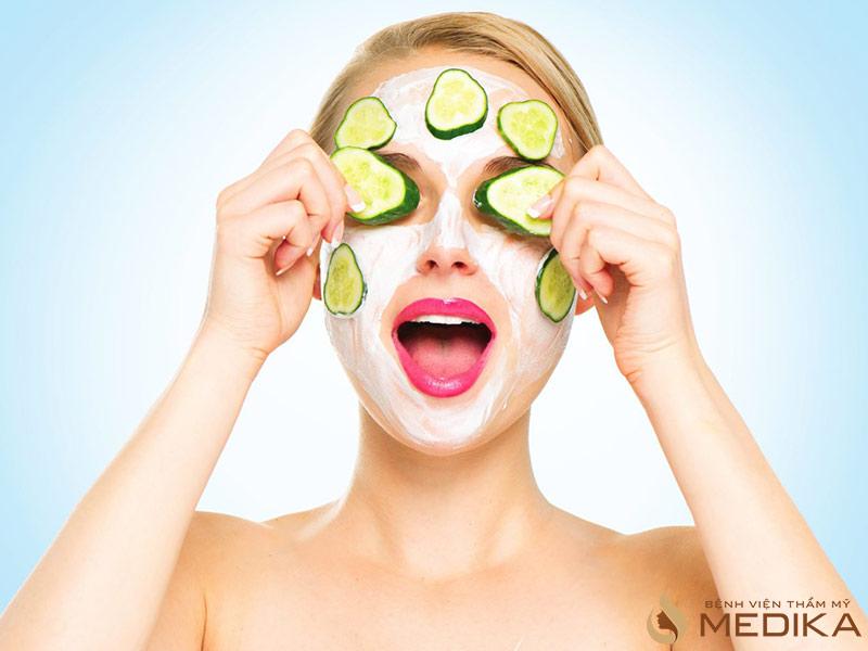 Dùng mặt nạ trái cây da mặt được hồi sinh và căng mịn