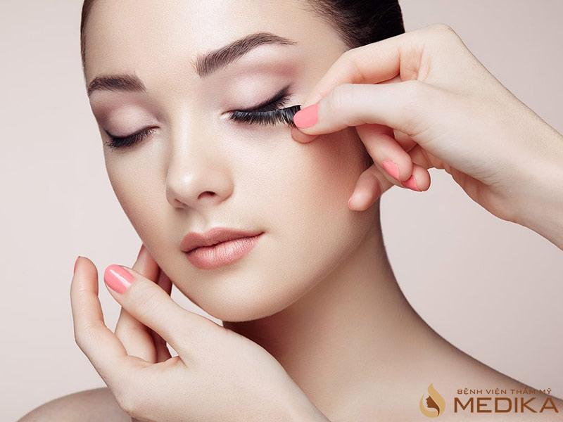 Rửa mặt giúp cho làn da khô thoáng và giúp tẩy đi một phần tế bào già, chết