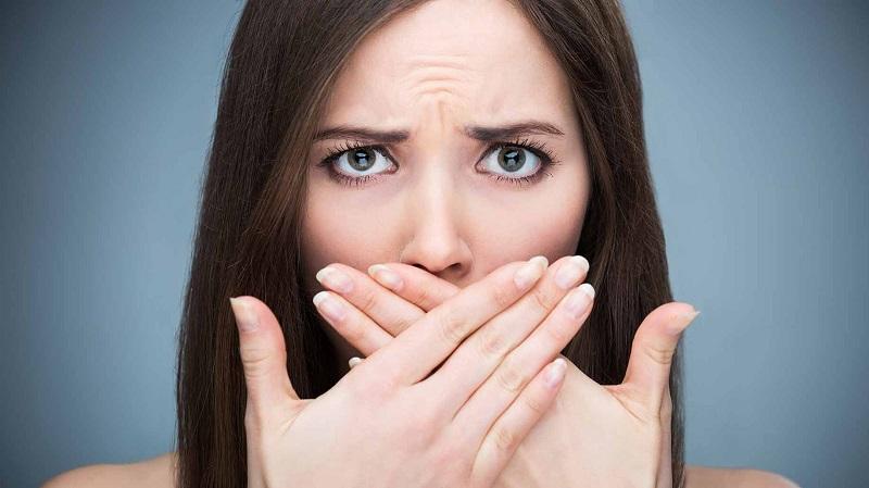 Xử lý hôi miệng sau khi bọc răng sứ