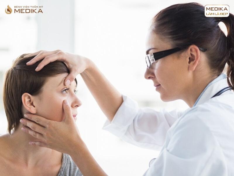 Đừng thực hiện phẫu thuật lấy mỡ mí mắt nếu bạn chưa đọc cảnh báo sau - MEDIKA.vn