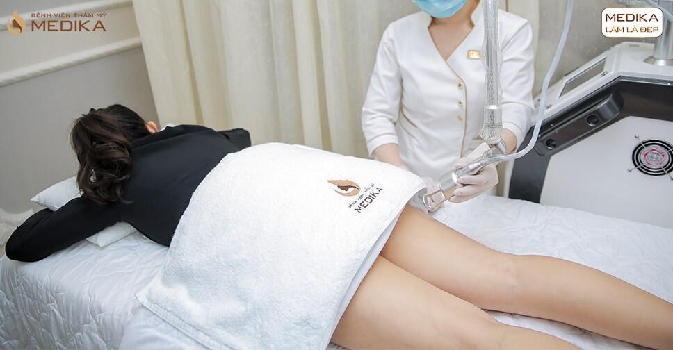 Tiến hành thực hiện điều trị thâm mông - MEDIKA.vn