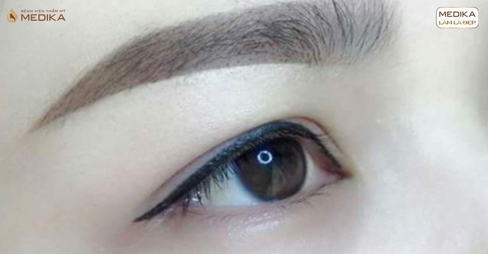kinh-nghiem-phun-mi-eyesliner-dep-tu-nhien-va-hieu-qua