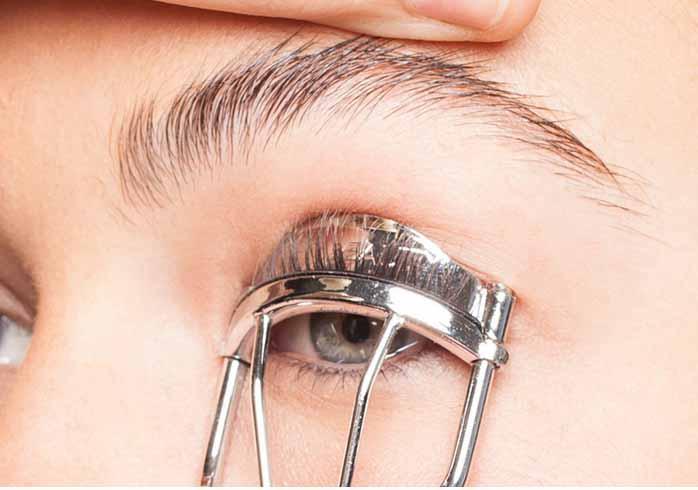 bấm lông mi giúp mắt đẹp như cắt mắt 2 mí tại MEDIKA