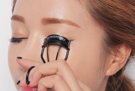 Kẹp mi và chuốt mascara