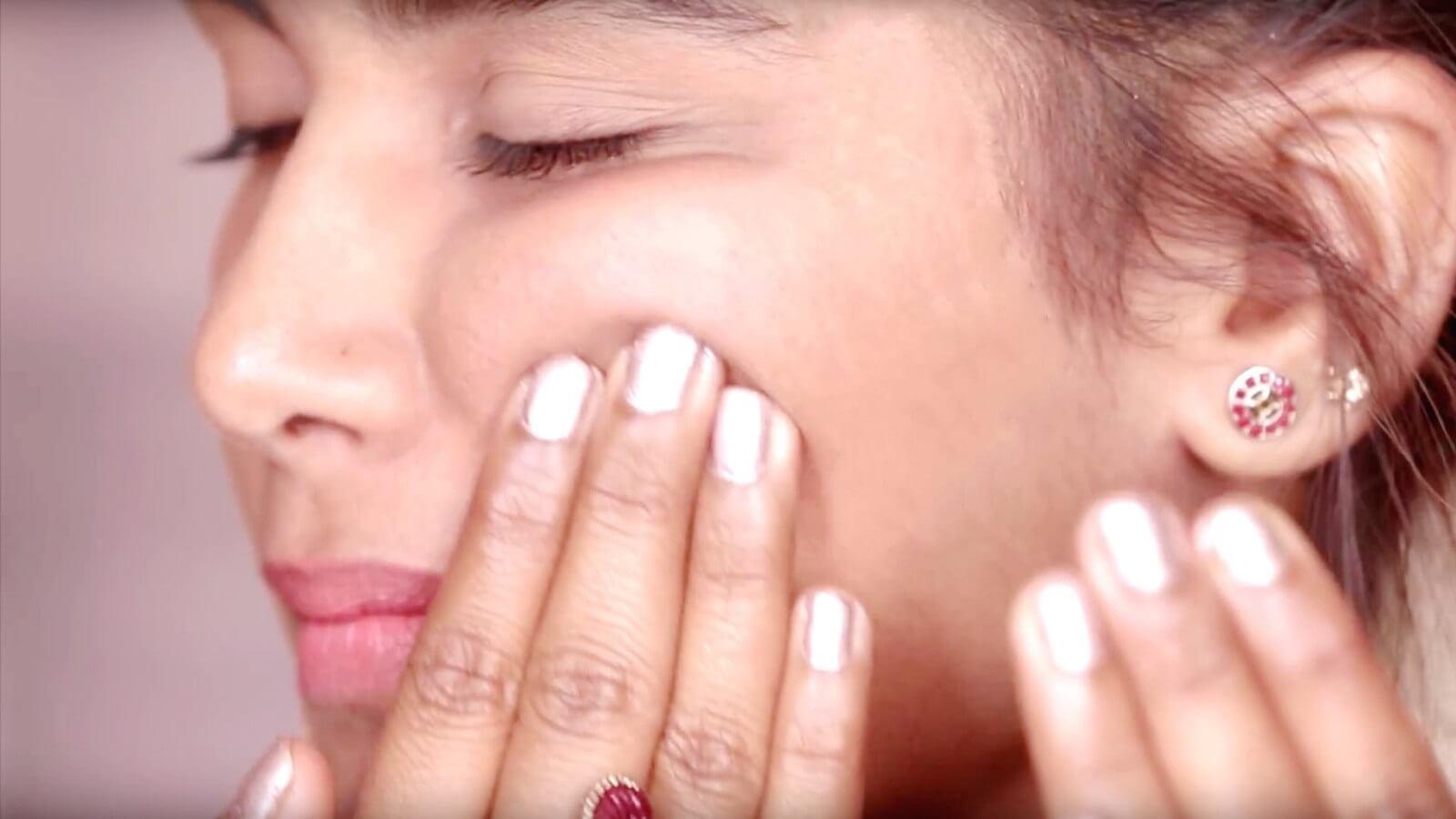 nâng gò má cũng giúp cải thiện chống lão hóa da mắt hiệu quả
