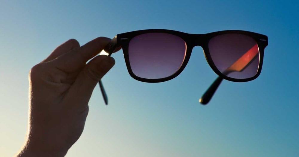 khong mang kính râm mắt bị lão hóa