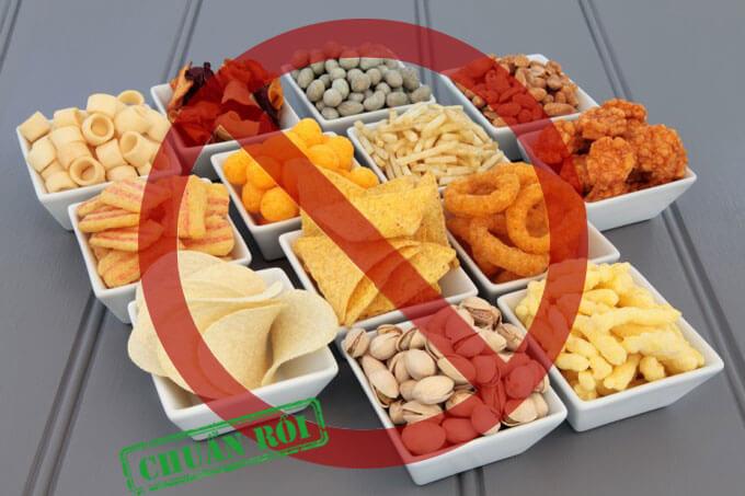 không nên ăn vặt khi thực hiện giảm cân